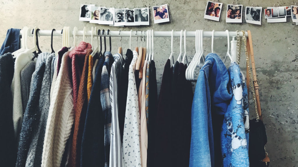 sell-clothes-online-1024x576